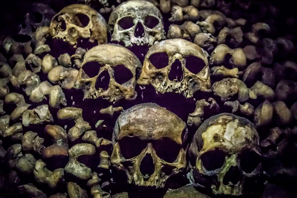 paris-catacombs skulls